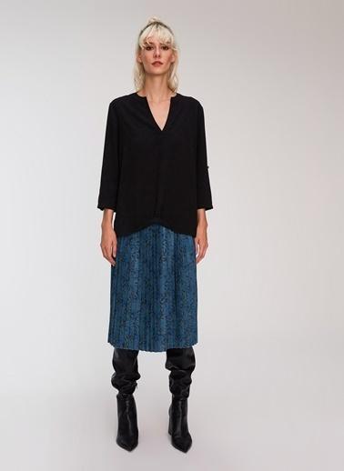 People By Fabrika Kaçık Yaka Bluz Siyah